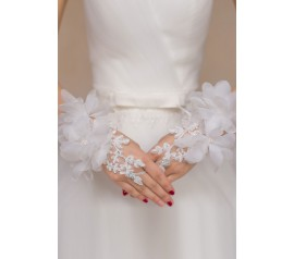 Off White Flowery Applique Fingerless Bridal Gloves